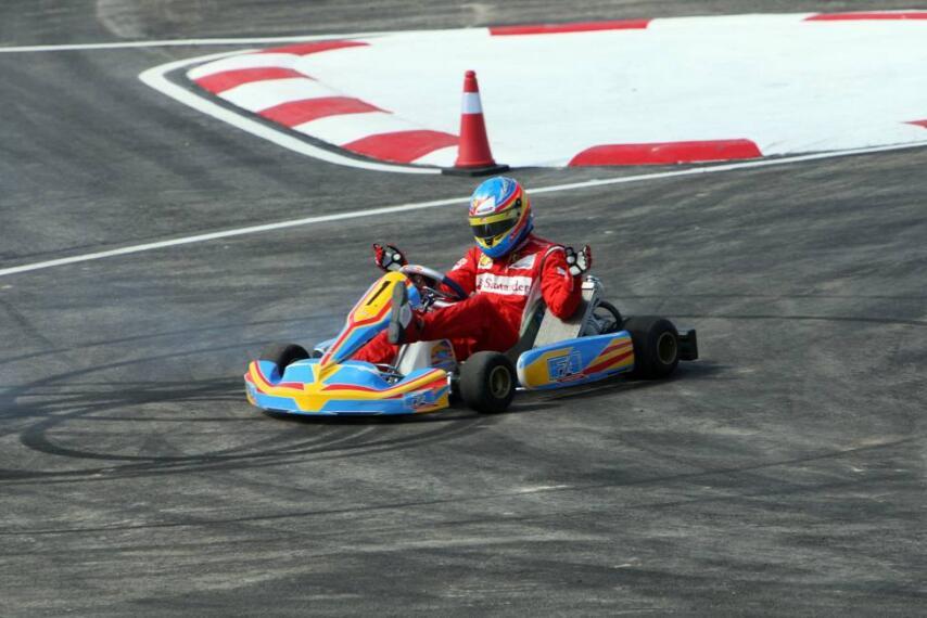 Fernando Alonso prueba su circuito en La Morgal 1300540423086